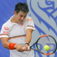 Kei Nishikori plays a shot from American Dennis Novikov in their first-round match at a Challenger Series event in Dallas on Monday. Nishikori won 6-3, 6-3. | KYODO
