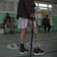An Afghan amputee walks at a hospital run by the International Committee of the Red Cross for war victims and the disabled in Kabul on Tuesday. | AFP-JIJI