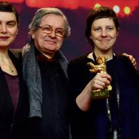Romanian director Adina Pintilie poses with the Golden Bear she received for 'Touch Me Not' at a news conference following the awards ceremony of the Berlin International Film Festival on Saturday. With her are Bulgarian actress Irmena Chichikova, producer Philippe Avril (second from left) and Icelandic actor Tomas Lemarquis. | AFP-JIJI