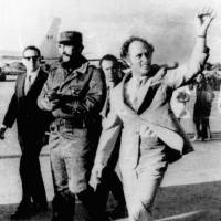 No, Fidel Castro is not Canada leader Justin Trudeau's father