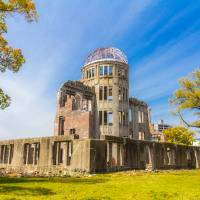 The Osaka District Court on Wednesday dismissed a damages suit filed by bereaved relatives of Koreans who were affected by the 1945 atomic bombings of Hiroshima and Nagasaki. | GETTY IMAGES