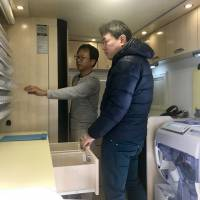 Inside the vehicle is a variety of medicines and related equipment, allowing pharmacists to head quickly to disaster areas and tend to those in need.   CHUNICHI SHIMBUN