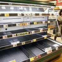 Food products have sold out at a supermarket in the city of Fukui on Thursday. | KYODO