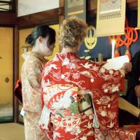 A couple hold a wedding ceremony at Shunkoin Temple in Kyoto. | KYODO