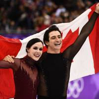Canada's Tessa Virtue and Canada's Scott Moir celebrate following the venue ceremony after the ice dance free dance of the figure skating event. | AFP-JIJI