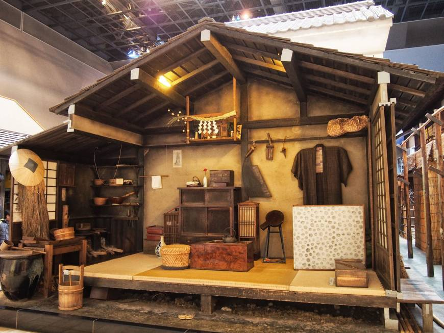The Fukagawa Edo Museum displays life-size replicas of Edo-era nagaya.