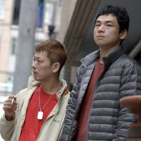 Friends first: Masahiro Umeda (left) and Shinichiro Matsuura find their own family in Yujiro Harumoto's film 'Going the Distance.'   © 2017 'GOING THE DISTANCE' PRODUCTION COMMITTEE