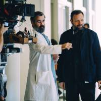 Behind the scenes: Greek director Yorgos Lanthimos (right) speaks with actor Colin Farrell on the set of 'The Killing of a Sacred Deer.' | © 2017 EP SACRED DEER LIMITED, CHANNEL FOUR TELEVISION CORPORATION, NEW SPARTA FILMS LIMITED