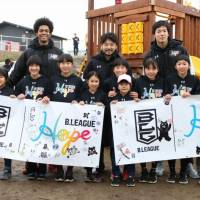 Tochigi Brex star Yuta Tabuse (center), who played for the B. Black squad during the B. League All-Star Game last month, enjoys interacting with local youth during a special event in Mashiki, Kumamoto Prefecture, on Jan. 14. | B. LEAGUE