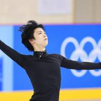 Yuzuru Hanyu works out on the practice rink at Gangneung Ice Arena on Wednesday. | KYODO