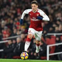 Arsenal's Mesut Ozil agrees to new three-year deal