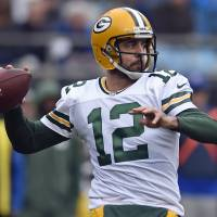 Aaron Rodgers aims to follow Tom Brady's path, continue playing at 40