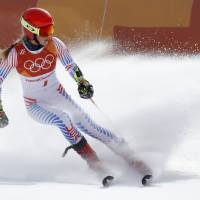 Mikaela Shiffrin lives up to top billing in giant slalom