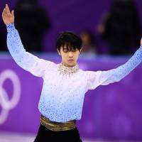 Yuzuru Hanyu takes lead after short program at Pyeongchang Games