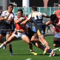 Lomano Lava Lemeki of the Sunwolves carries the ball during Saturday's game against the Brumbies. | AFP-JIJI