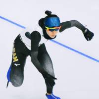 Miho Takagi prepares for the women's 3,000-meter speedskating competition, which kicks off on Saturday. | KYODO