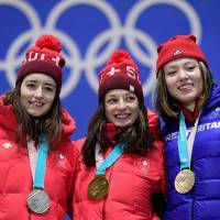 Left to right: Switzerland's silver medalist Mathilde Gremaud, Switzerland's gold medallist Sarah Hoefflin and Britain's bronze medalist Isabel Atkin pose on the podium during the medal ceremony for the freestyle skiing women's ski slopestyle at the Pyeongchang Medals Plaza. | AFP-JIJI