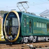 Kyoto's Eizan Electric Railway Co. unveiled Wednesday a new carriage featuring a huge golden oval on the front and a luxurious interior.   KYODO