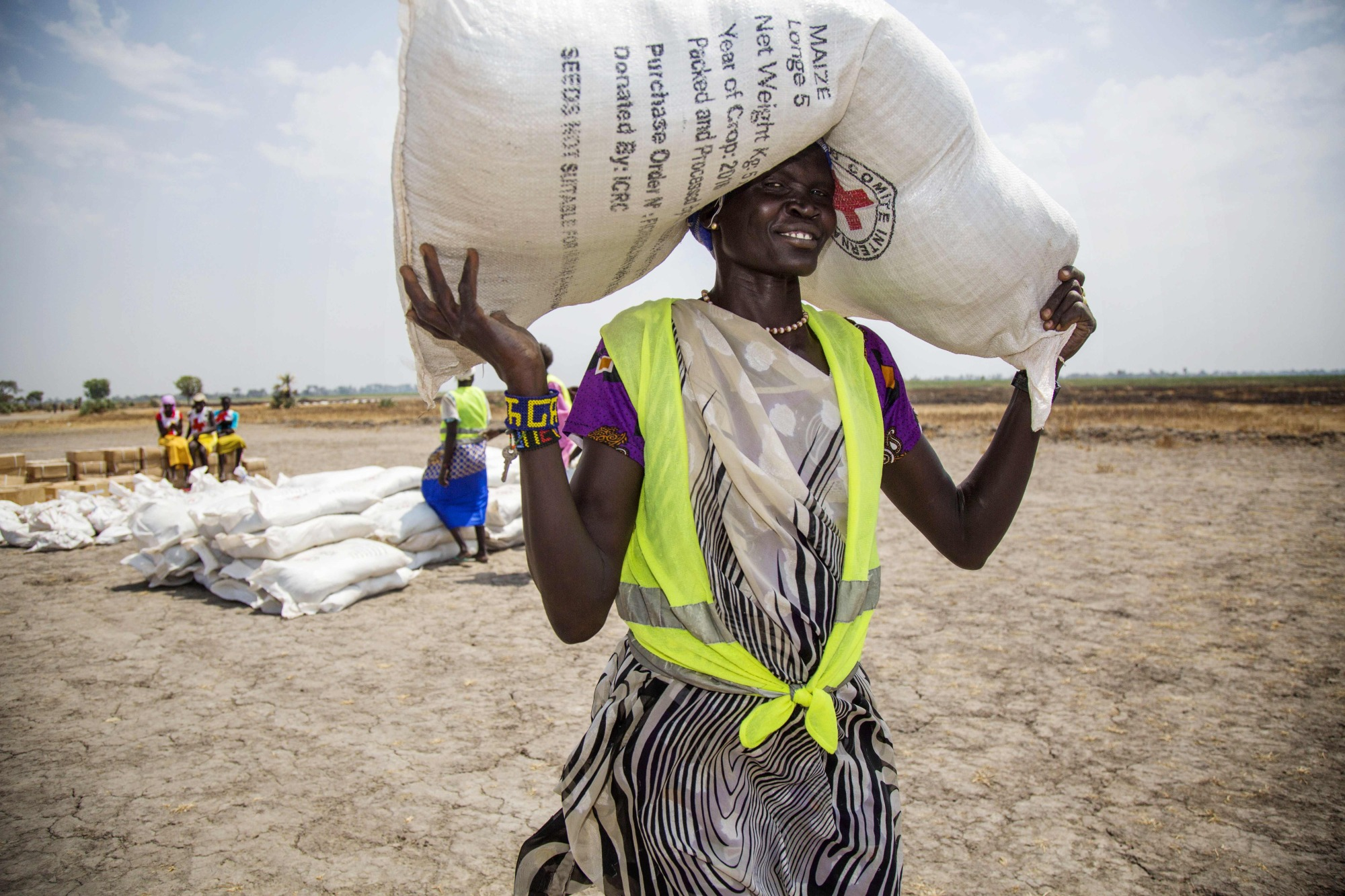 A local community volunteer carries a sack of seeds distributed by the International Committee of the Red Cross (ICRC) in the opposition-controlled town of Thonyor, in Leer county, South Sudan, last April. The wave of refugees fleeing crop failures, droughts and rising sea levels will grow drastically over the next three decades if world governments do not intervene, the World Bank warned Monday. By 2050, 143 million 'climate migrants' will face an 'existential threat' and be displaced, the World Bank said in a new report.   AFP-JIJI