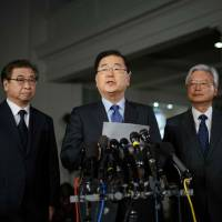 South Korean national security adviser Chung Eui-yong (center) briefs reporters outside the West Wing of the White House on Thursday in Washington. | AFP-JIJI