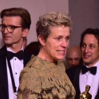 Actress Frances McDormand poses in the press room with the Oscar for best actress during the 90th Annual Academy Awards in Hollywood, California, Sunday. McDormand had her statuette stolen at a post-show party by a man who allegedly snatched it from her table before he was arrested, witnesses and police said Monday. | AFP-JIJI