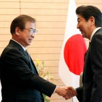 Prime Minister Shinzo Abe meets South Korean National Intelligence Service chief Suh Hoon in Tokyo on Tuesday. | REUTERS