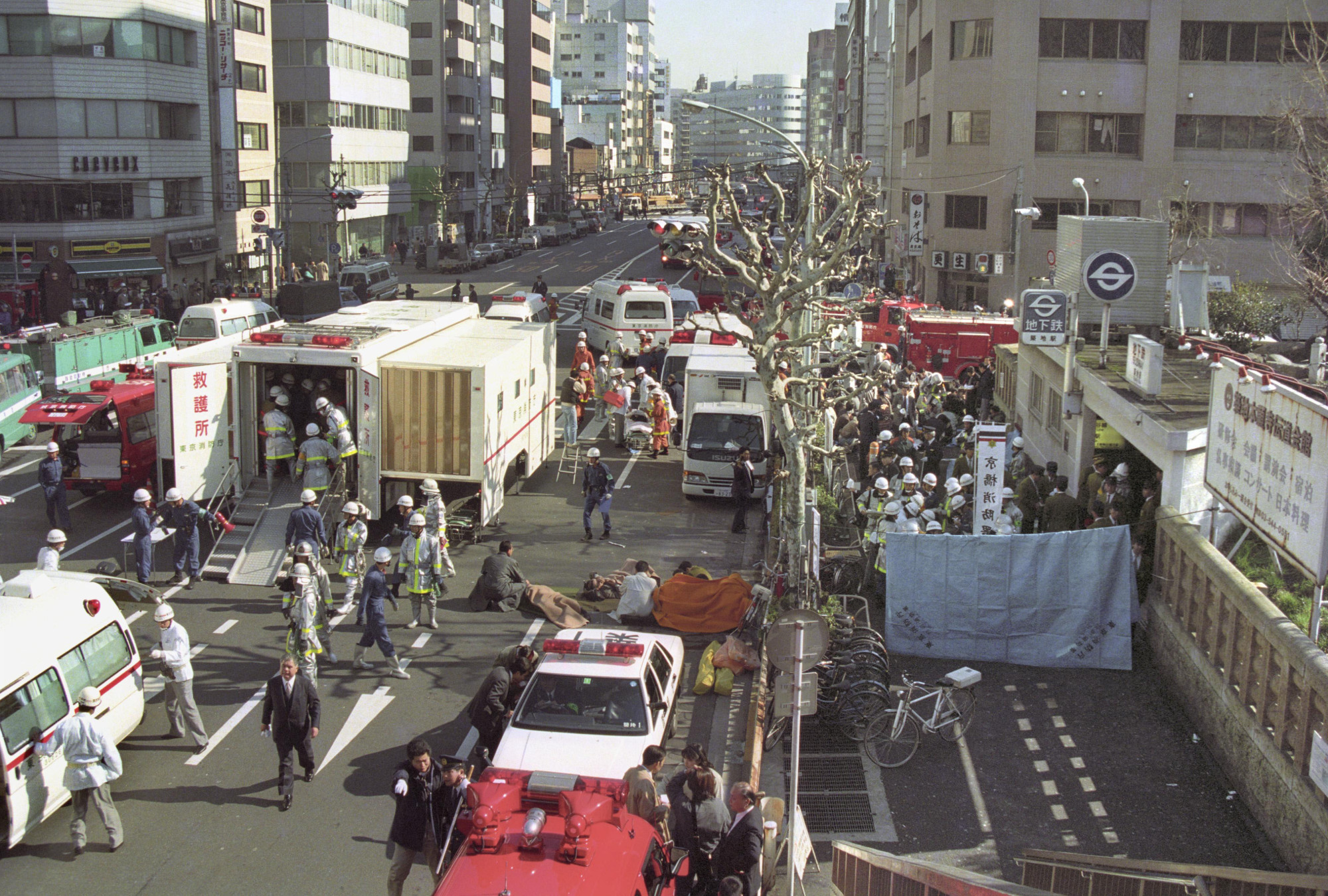 Victims are treated in front of Tsukiji Station in Tokyo after the sarin gas attack by Aum Shinrikyo on the Tokyo subway system on March 20, 1995. The attack killed 13 people and injured more than 6,200. | KYODO