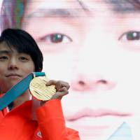 Government looking to recognize two-time gold medalist Yuzuru Hanyu with People's Honor Award