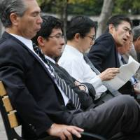 A Cambridge University study on Japanese men indicates that although they are starting to develop a softer side and help women, the basic postwar gender traits regarding division of labor and male domination have not changed.   BLOOMBERG