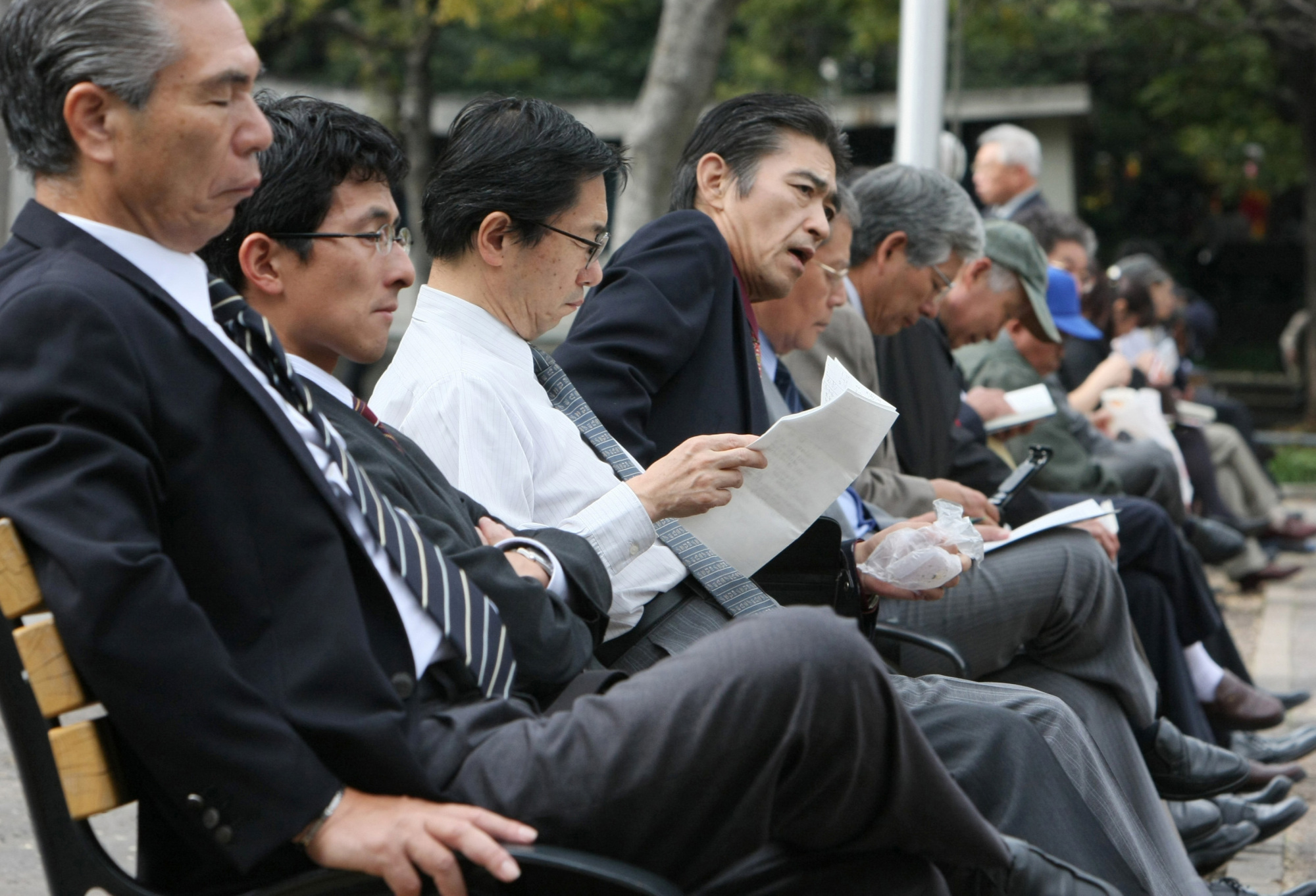 A Cambridge University study on Japanese men indicates that although they are starting to develop a softer side and help women, the basic postwar gender traits regarding division of labor and male domination have not changed. | BLOOMBERG