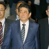 Abe administration to remove contentious proposal from draft labor reform bill