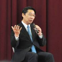 Former Vice Education Minister Kihei Maekawa gives a lecture at a junior high school in Nagoya last month. The education ministry has admitted to making wide-ranging inquiries to the city's education board about the purpose and details of his lecture. | KYODO