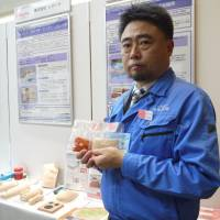 Kotobuki Giken President Seiichiro Takayama holds up mock organs made from tofu and konnyaku (devil's tongue jelly) that his firm developed for young surgeons. | TOMOKO OTAKE