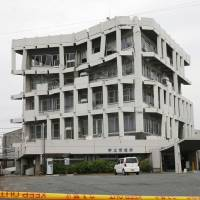 The building housing the Uto Municipal Government in Kumamoto Prefecture is shown on April 2014. The structure, which was damaged by the earthquakes in Kumamoto and neighboring prefectures in 2016, was later demolished.   KYODO