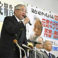 Masami Mori, head of a group of lawyers seeking a retrial for Ayako Haraguchi speaks at a news conference in Miyazaki on Monday. The Fukuoka High Court's Miyazaki branch granted Haraguchi a retrial the same day. She served 10 years in prison for the murder of her brother-in-law in 1979. | KYODO