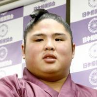 Sumo wrestler pulls out of Spring Grand Sumo Tournament after admitting to beating junior grappler