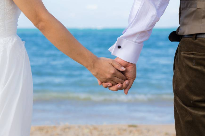 Allow different surnames for married couples
