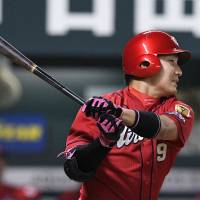 Yoshihiro Maru won the 2017 CL MVP award with a .308 average, 28 homers and 92 RBIs. | KYODO