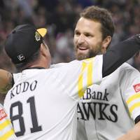 Dennis Sarfate enters 2018 as the reigning Pacific League MVP after helping the Hawks win the pennant last season. | KYODO