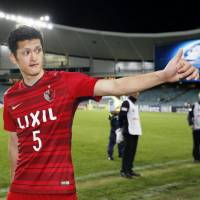 Kashima's Naomichi Ueda acknowledges the fans after his team's win over Sydney FC in the Asian Champions League on Wednesday in Sydney. | KYODO