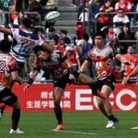 Melbourne Rebels fullback Jack Maddocks (second from left) battles for the ball with the Sunwolves' Ryuji Noguchi (center) during Super Rugby action on Saturday in Tokyo. | AFP-JIJI