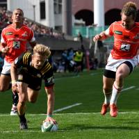The Chiefs' Damian McKenzie scores a try against the Sunwolves in a Super Rugby match in Tokyo on Saturday. | AFP-JIJI