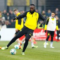 Usain Bolt delights fans by scoring a goal in Borussia Dortmund training session