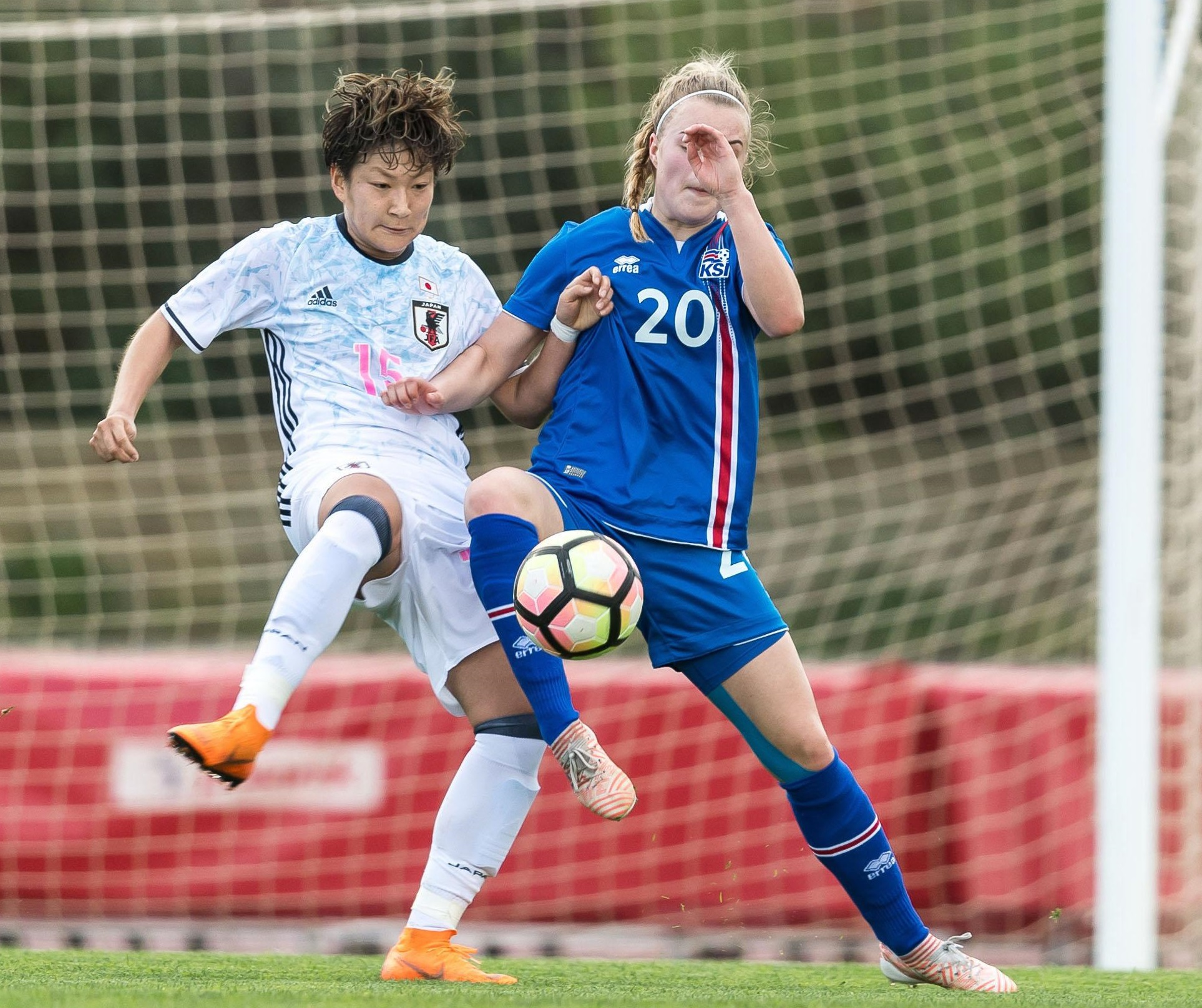 Japan's Yuika Sugasawa (left) and Iceland's Guony Árnadottir vie for the ball in an Algarve Cup match on Friday in Parchal, Portugal.   GETTY / VIA KYODO