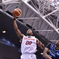 Brave Thunders forward Josh Davis takes a shot in the first quarter against the B-Corsairs on Sunday at Yokohama International Swimming Pool. Davis scored 19 points in Kawasaki's 91-80 win. | B. LEAGUE