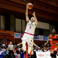 Akita's Shigehiro Taguchi  shoots a layup in the third quarter of Friday's game against Ehime. The visiting Northern Happinets defeated the Orange Vikings 102-91. | B. LEAGUE