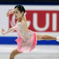Carolina Kostner takes lead at world championships; Satoko Miyahara sits in third place