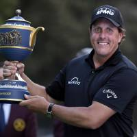 Mickelson prevails in playoff to end four-year drought