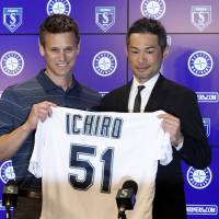 Ichiro Suzuki stands next to Seattle Mariners general manager Jerry Dipoto during a news conference in Peoria, Arizona, on Wednesday after signing a one-year contract with the team. | AP