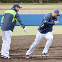 Swallows slugger Wladimir Balentien put renewed emphasis on his base running and defense during the spring. | KYODO